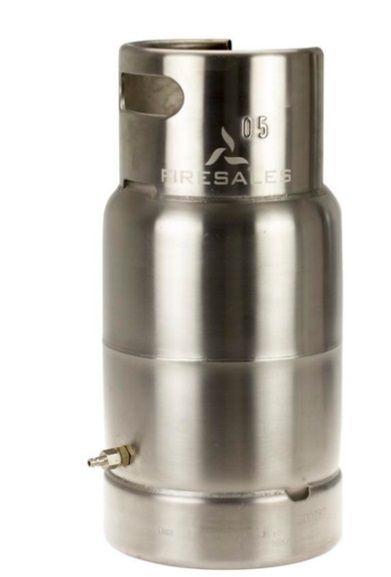 Bombona de gas para Vesta Bombona de gas INDEPENDIENTE : Entrenador independiente para la extinción de un fuego de gas ( se puede usar con otro accesorio funcionado ambos) Regulación de la llama en el cilindro de gas conectado, real. Totalmente acabado en acero inoxidable. Encendido manual. Incluyendo caja de plástico. Extinción requiere agua.   Simular de forma segura una estufa de gas El cilindro de gas Stand-Alone es un entrenador totalmente independiente de extinción. Se puede conectar…