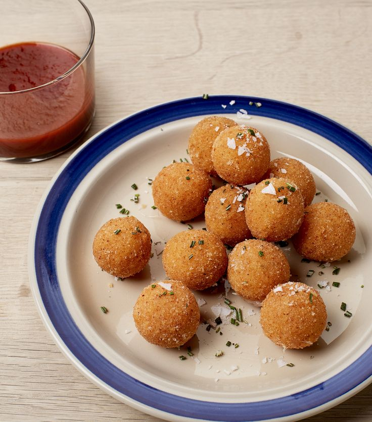 Crunchy mozzarella pearls with rosemary