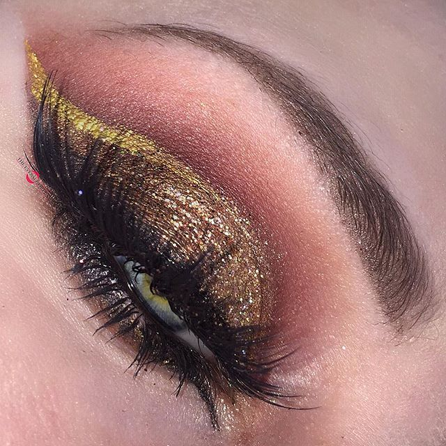 Since my Instagram is glitchen' like crazy, I'll post my sneak peak now! It's another rendition of my Aries Fire look from last year😁 Shadows: @sugarpill Asylum, Penelope, and Goldilux mixed all together for a warm bronze on the lids #sugarpill @anastasiabeverlyhills Modern Renaissance Pallet  @limecrimemakeup Venus Pallet #cutcrease #limecrime @shopvioletvoss Goldie Glitter #glitter #golden Liner/Lashes: @suvabeauty Gold Digger #suvabeauty @revlon ColorStay Liquid Liner #revlon #eyeliner…
