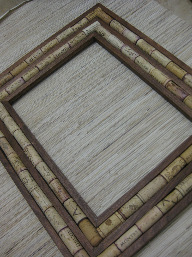 Wine Cork Frame. This would be a perfect gift for our daughters/husbands at Christmas time for their kitchens