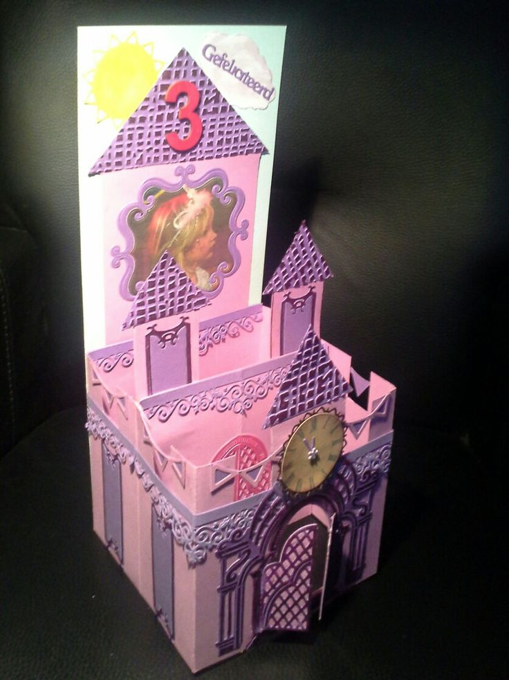 Castle card made with 2 pieces of 13.3 x 13.5 card, plus a lots of imagination. Can be folded flat.