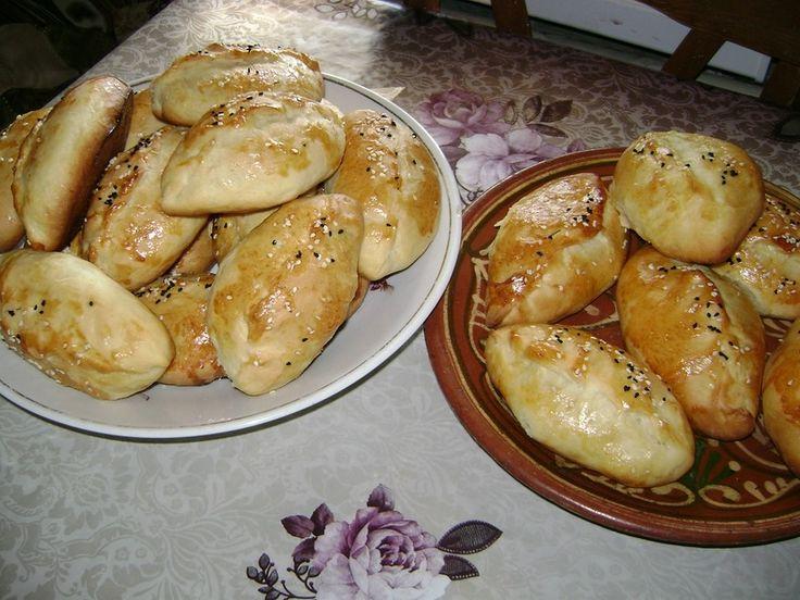 Пирожки с капустой от Elvick777 В хлебопечке ставлю тесто на замес. 1,5 стак. Молока 1,5 чайной ложки соли 1 стол. Ложка сахара 1,5 чайн. Ложки сухих дрожжей Растительное масло примерно 1\4 стакана+ 100 грамм маргарина 1 яйцо 4 стакана муки ( возможно придется досыпать)