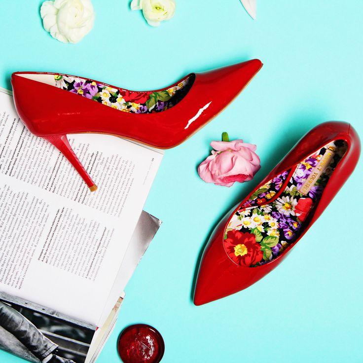 Красные туфли станут эффектным акцентом в вашем образе!👠👠 Изюминкой этой модели является ее внутренняя отделка: яркий цветочный принт💐🌺 будет радовать и поднимать настроение в любую погоду🌸 Арт:IS75-093246/8 #respectshoes #iloverespect #shoes #ss17 #shopping #обувьреспект #шоппинг #мода #весна #веснавrespectshoes