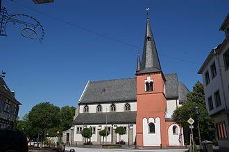 https://upload.wikimedia.org/wikipedia/commons/thumb/2/28/Sankt_Michael_Niederdollendorf.jpg/330px-Sankt_Michael_Niederdollendorf.jpg