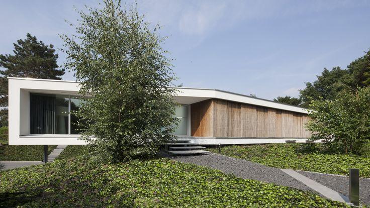 Lab32 architecten | moderne eigentijdse architectuur | Ontwerp villa Spee te Haelen, nieuwbouw moderne eigentijdse bungalow #lab32architecten #modernhomes