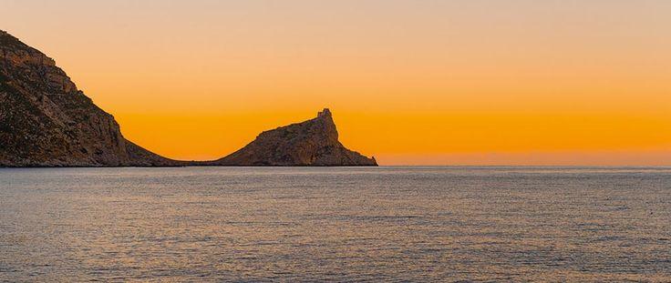 Nelle ore del tramonto si aggiungono nuovi colori e nuove sensazioni avvolti dagli odori e dall'aria della Riserva marina più grande d'Europa.