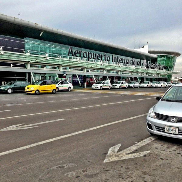 Foto tomada en Aeropuerto Internacional de Guadalajara Miguel Hidalgo y Costilla (GDL) por Mark M. el 3/14/2013