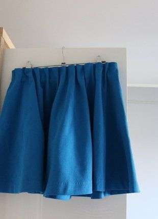 Kup mój przedmiot na #vintedpl http://www.vinted.pl/damska-odziez/spodnice/16843935-rozkloszowana-kolorowa-spodnica-niebieska-hm