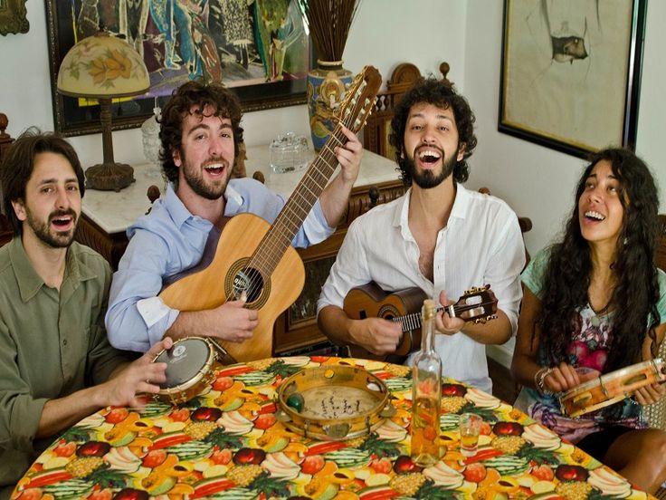 Na quinta-feira, dia 23, a banda Cachaça de Rolha relembra as canções de pagode dos anos 90 no bar Opinião, a partir das 21h. A entrada custa até R$30.