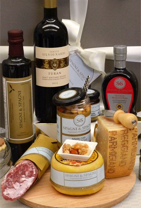 A combine of #flavors and #tastes that will capture the attention of those who receive it! #parmigianoreggiano #cheese #vinegar #salami #oil #wine https://goo.gl/6fHS8h #Food