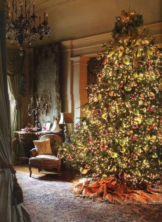 Oh my..... breathtaking! Christmas tree and chandelier and fancy awesomeness lol So pretty