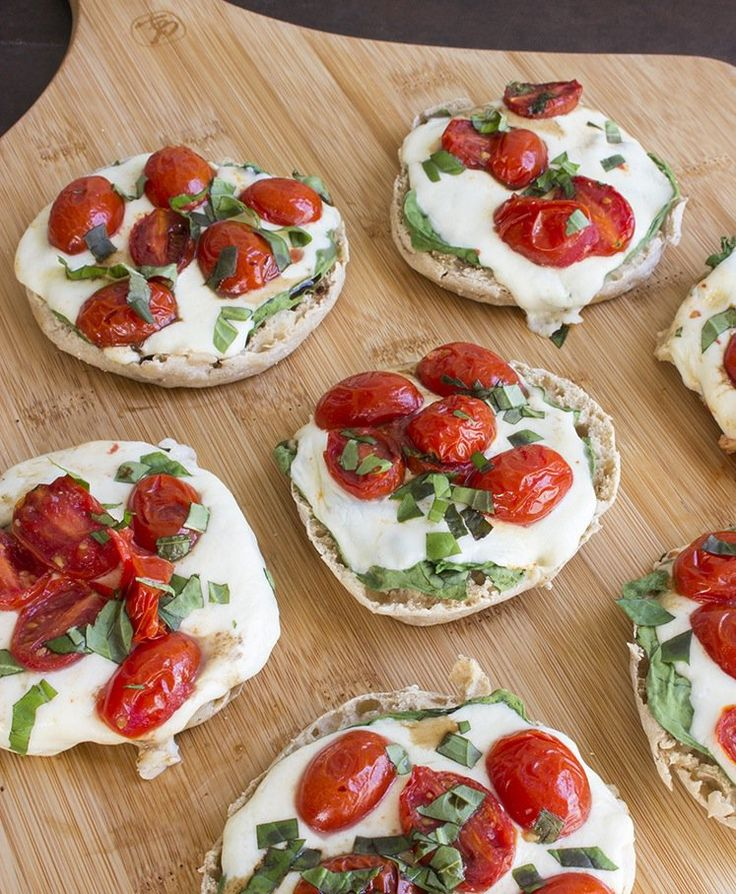 Skinny Mini Caprese Pizzas Ingredients Oven Roasted Tomatoes: olive oil flavored cooking spray 30 cherry tomatoes, halved ¼ tsp garlic powder 1 tsp fresh basil, chopped Pizzas: 6 light multi-grain English muffins 1½ cups oven roasted tomatoes 1-2 cups fresh baby spinach ¼ cup fresh basil, chopped 8 oz fresh mozzarella, sliced or chopped into small cubes 2 tsp balsamic vinegar