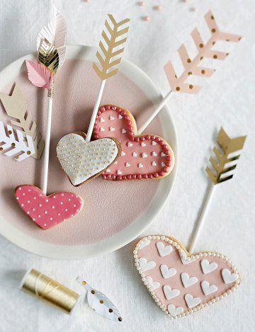Recette pour la  Saint Valentin : Des sucettes sablés en forme de coeur - Valentine's day recipe - Marie Claire Idées
