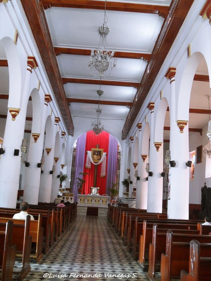 Nave principal Iglesia Nuestra Señora de la Asunción Copacabana - Antioquia (Colombia)