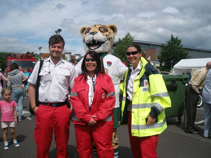 Volunteers giving first aid cover at Ballincollig Vintage Show  www.redcross.ie