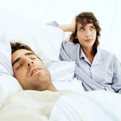 muž žena spánek