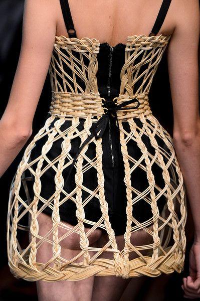 OH, I see......    Dolce & Gabbana Spring 2013 - Details
