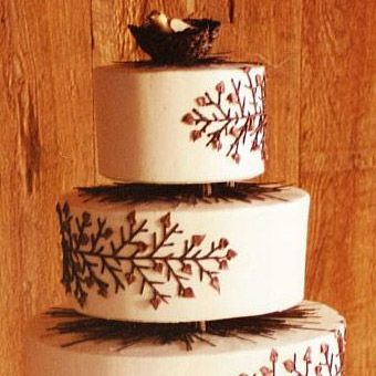 Round Or Oval Wedding Cakes   Brides.com