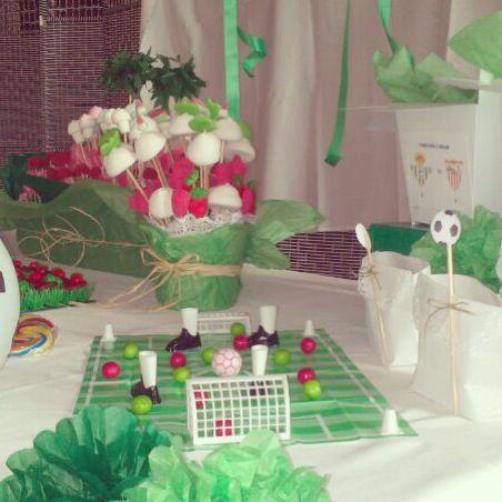 mesa chuches con decoracion de futbol