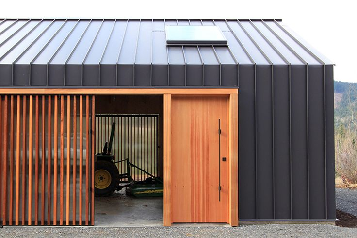 Image 5 of 14 from gallery of Elk Valley Tractor Shed / FIELDWORK Design & Architecture. Photograph by Brian Walker Lee