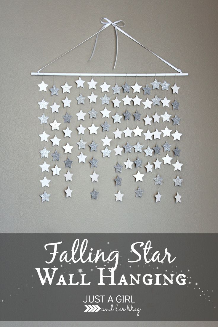 Simple and beautiful falling star wall hanging... this would be so perfect in a nursery or little girl's room, or even for Christmas decor!! | Just a Girl and Her Blog