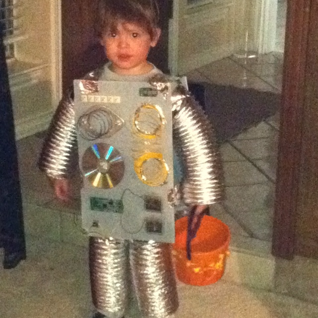 14 best robot costumes images on pinterest robot for Robotic halloween decorations
