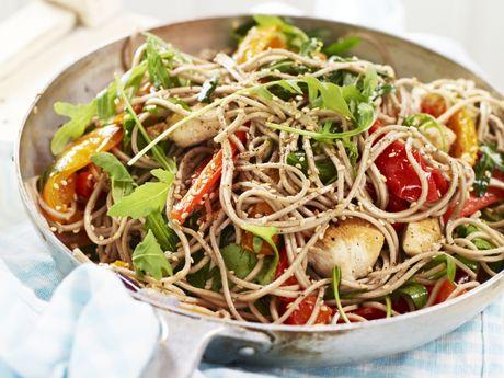 Nudelwok med rostade grönsaker & kyckling