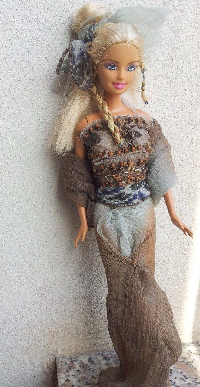 Barbie ooak  con abito elegante lungo in velo e perline, realizzato a mano.Da collezione