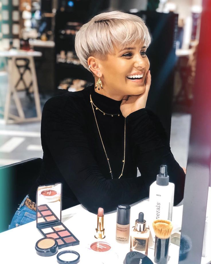 Pixie, cute and lively, is one of the most popular short hairs for women. His poetic name reminds people of fairies and elves. Pixie Haircuts offers a variety of opportunities.