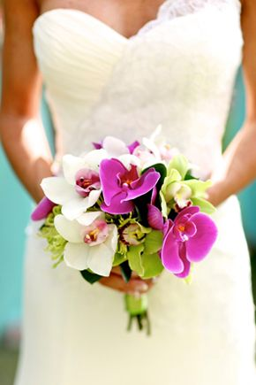 I jsut love these flowers and the colors together, if I had a tropical wedding these would be it foer the flowers.