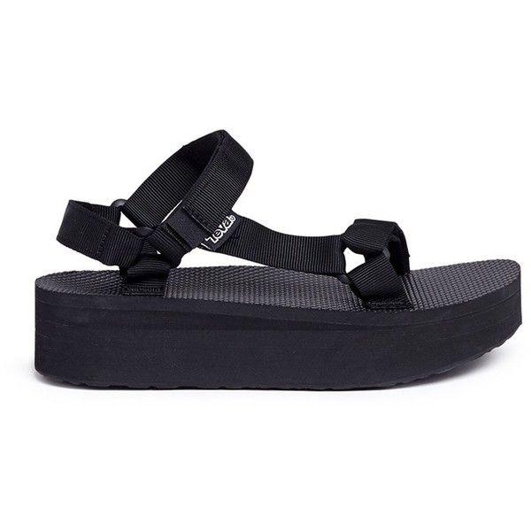 Teva 'Flatform Universal' sandals (99 CAD) ❤ liked on Polyvore featuring shoes, sandals, black, teva, black flatform shoes, black platform shoes, teva shoes and platform sandals
