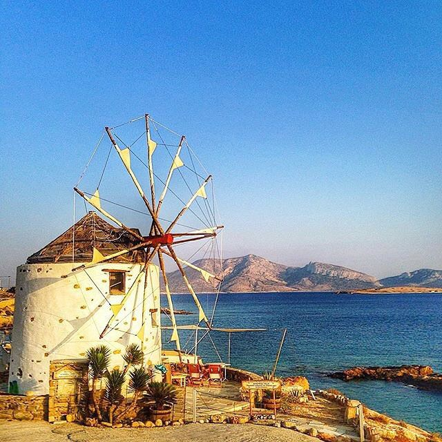 The most picturesque & colorful Cycladic windmill , at Koufonisia islands (Κουφονήσια) . Koufonisia is actually a group of two islands : Pano Koufonissi which is inhabited and has tourist facilities , and Kato Koufonissi which is totally uninhabited and visited only for a beach trip !! Very relaxable atmosphere and unique kind of beaches ☀️.