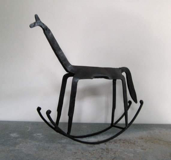 Wat ten prachtig paard. Een fijn stukje speelgoed voor de kids, en verantwoord voor in het interieur! #inrichting #antiek