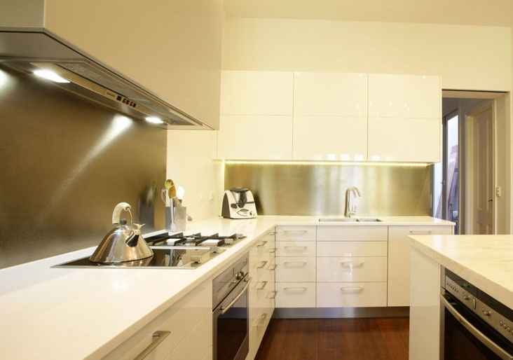 Alucabond splashback in kitchen renovation