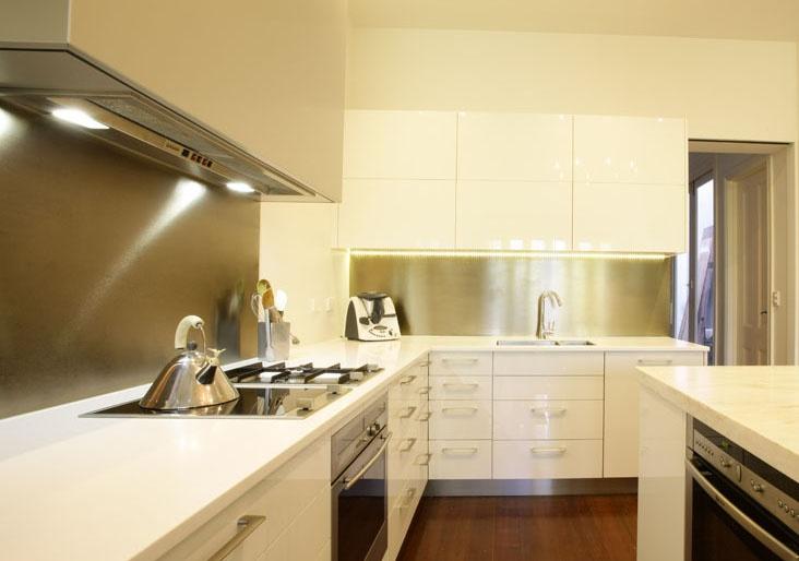 Alucabond splashback in kitchen renovation