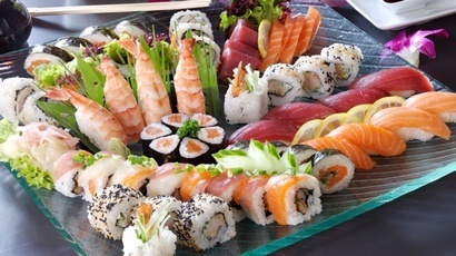 sushi sushi sushi sushi... cant wait to be no longer prego so i can have some.. YUMMY