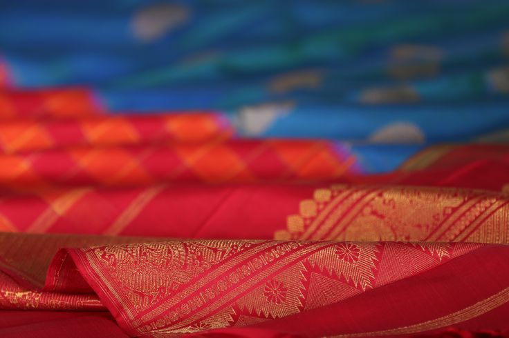 Kanakavalli presents Ambaranth, a collection of saris that play with the form of the classic kanjivaram, allowing for an exploration of layout and colour to create designs that emphasise the drama of the drape. #kanakavalli #lovekanakavalli #kanjivaram #silk #sari #handloom #india