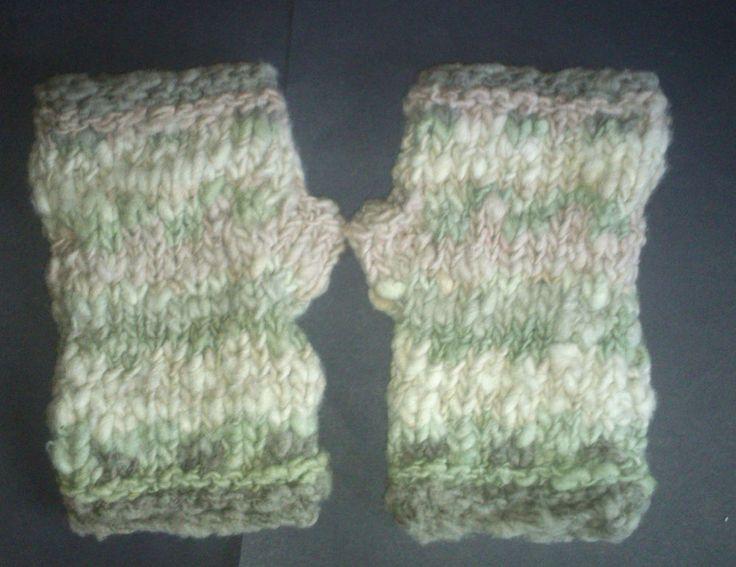 fingerless gloves wrist warmers 100% hand spun merino wool natural solar dye med #iskapie #FingerlessGloves
