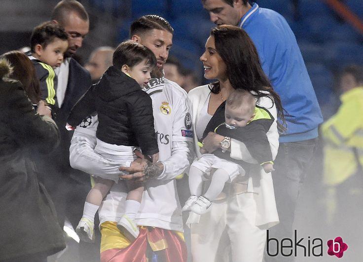 Sergio Ramos y Pilar Rubio con sus hijos Marco y Sergio en la celebración de la undécima Champions en el Santiago Bernabéu