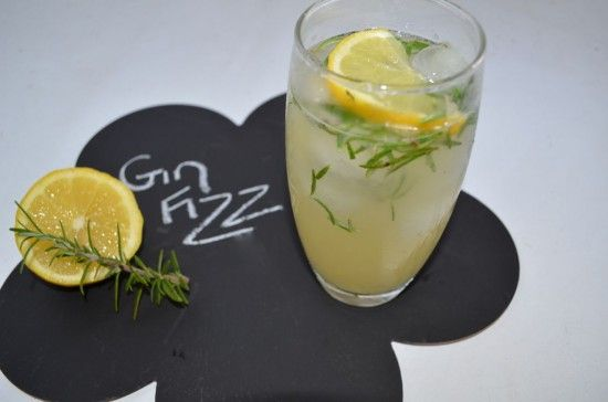 Cocktail Friday – Rosemary Gin Fizz