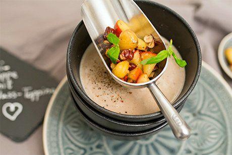 In der Küche sind Maronis die variantenreichsten und vielfältigsten Begleiter der Küche. Ich habe für euch eine köstliche Maronicremesuppe kreiert.