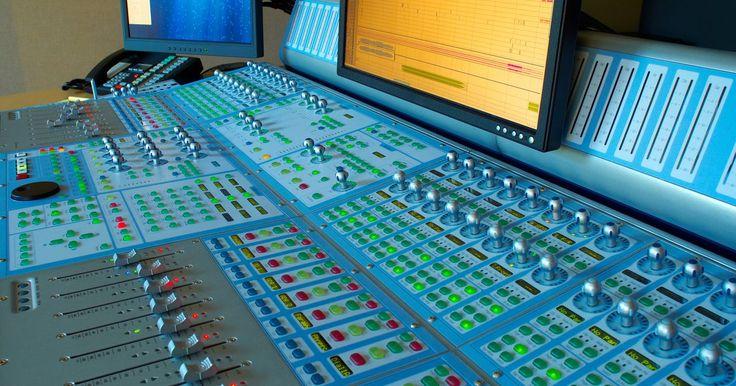 Lista de equipamentos para um estúdio de gravação. Estúdios de gravação estão se tornando cada vez mais comuns, pois os equipamentos estão ficando mais acessíveis e muitos componentes tradicionais estão sendo imitados com a tecnologia dos computadores. Embora uma quantidade de peças essenciais sejam encontradas na maioria dos estúdios de gravação, amadores ou profissionais, algumas não são ...