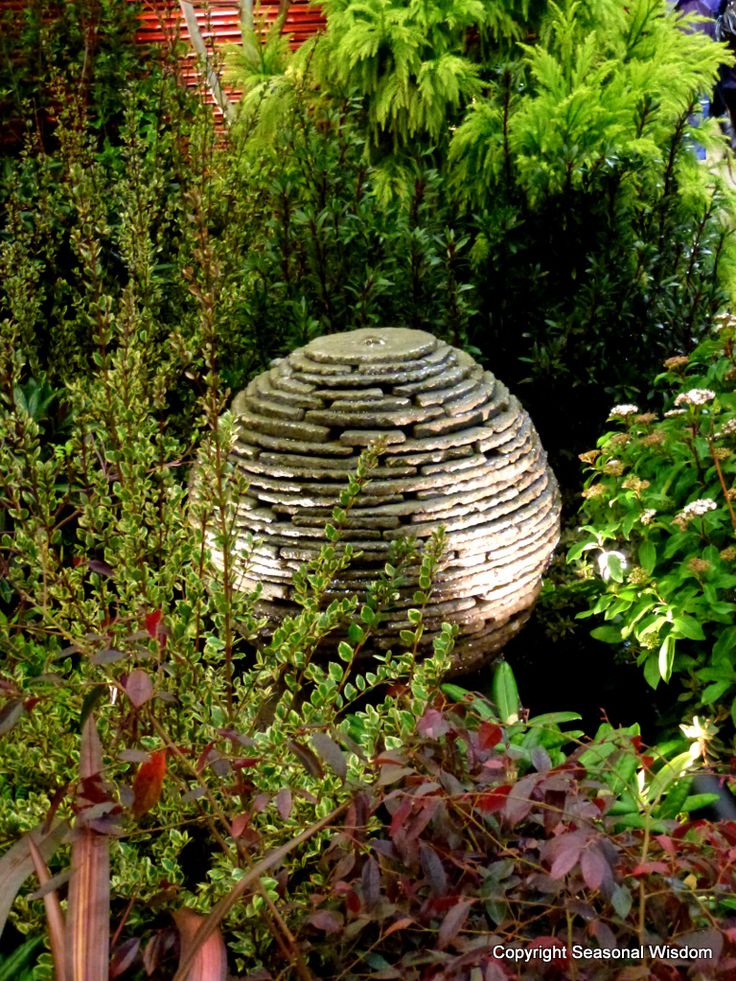 round fountain with foliage by butchart gardens at 2012 nwfgs - Garden Ideas 2012