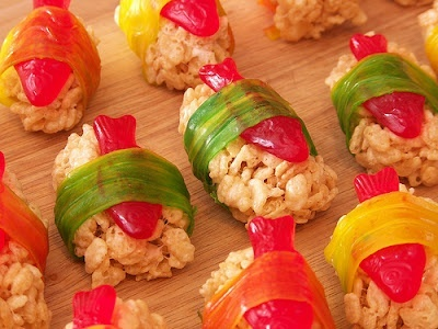 @Stephanie Downs kid sushi! Rice Krispy Treats with Swedish Fish Sushi. Cute