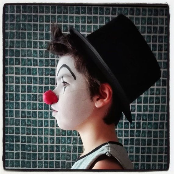 Nez de clown  https://www.etsy.com/fr/listing/468657344/nez-rouge-de-clown-nez-rond-en-latex