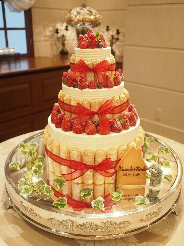 3段のシャルロットケーキ。おふたりのワンちゃんがポイント。