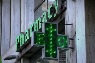 Ληστεία πραγματοποιήθηκε το μεσημέρι της Τρίτης σε φαρμακείο στην Ανατολική Θεσσαλονίκη.  Συγκεκριμένα, στην περιοχή της Κηφισιάς στη Θεσσαλονίκη, ένα άτομο με κουκούλα