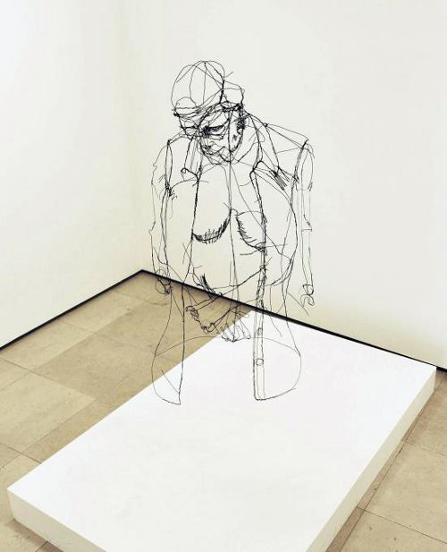 Sculpture ultra réaliste en fil de fer par David Oliveira