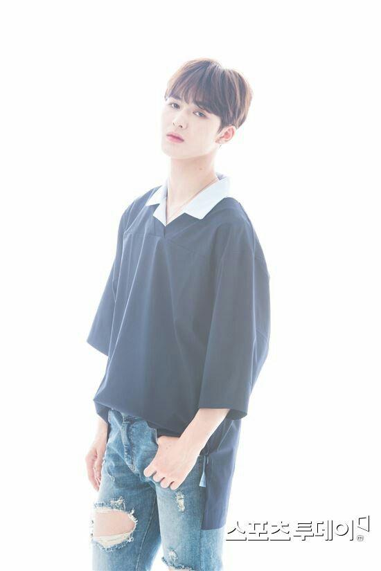 Yuehua Boys Yuehua Sprouts YH NEXT Jung Jung Zhu Zheng Ting Produce 101 season 2