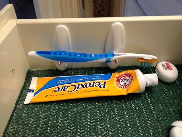 Pour suspendre les brosses à dents